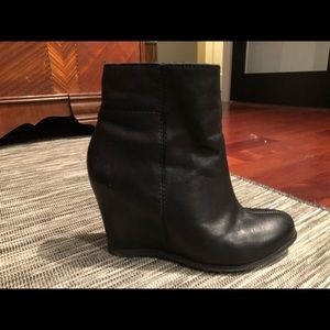pegabo Shoes - Black leather booties